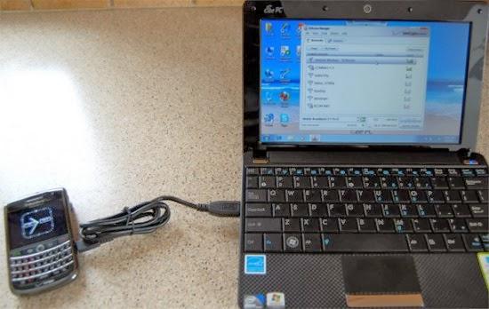 5 penyebab baterai ponsel tidak bisa terisi penuh - mengisi baterai menggunakan laptop