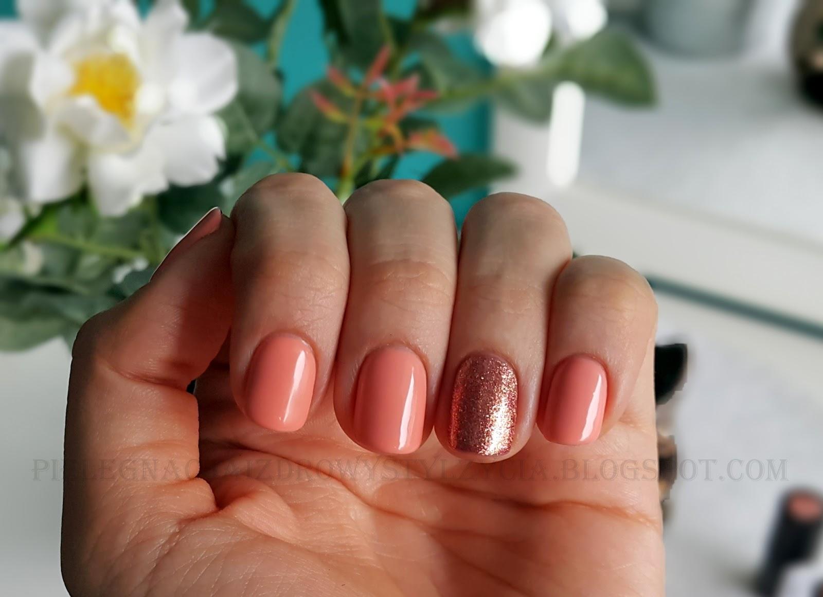 Pink Gold Semilac i Peach Milk Semilac na paznokciach. Z czym łączyć Pink Gold Semilac?
