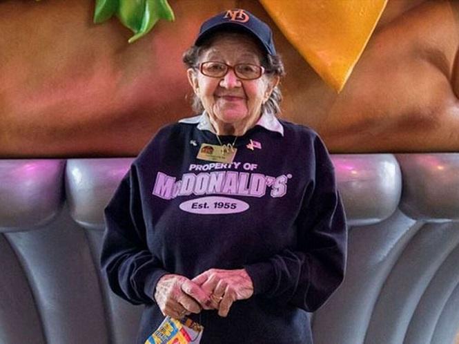 Cumplió 100 años, trabaja en McDonald´s y no quiere jubilarse