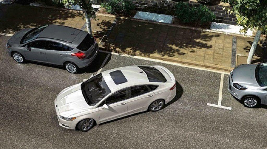 Những sai lầm khi 'lùi chuồng' ô tô, tài xế mới nên biết để tránh