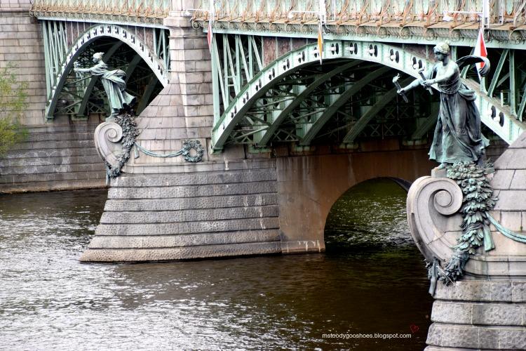 Beautiful Cechuv Bridge in Prague| Ms. Toody Goo Shoes #prague #cechuvbridge #danuberivercru