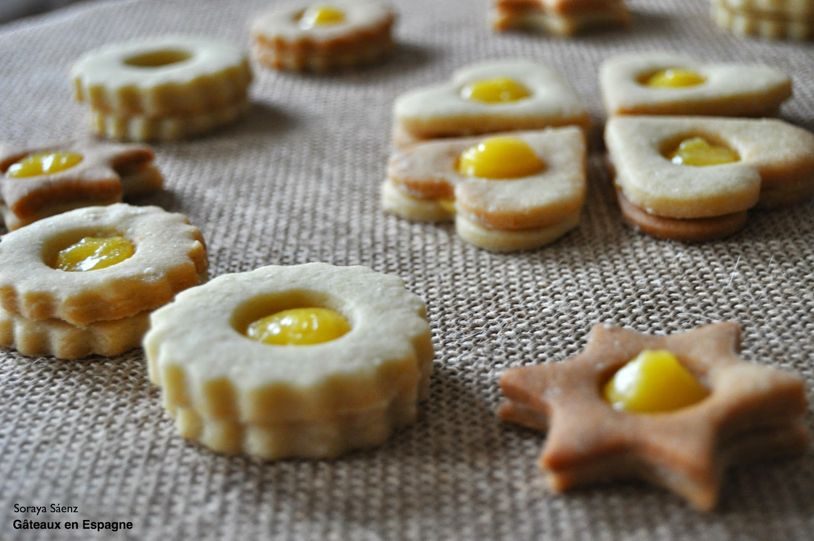 g teaux en espagne recette de biscuits sabl s au citron fourr s au lemon curd. Black Bedroom Furniture Sets. Home Design Ideas