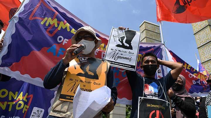 Penangkapan 3 Paralegal PBHI oleh Polisi saat Demo Pimpinan Militer Myanmar Tuai Kecaman