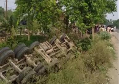 Road Accident:बस और ट्रक में सीधी टक्कर,9 लोगों की मौत
