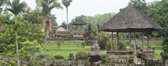 Taman Ayun Mengwi Bali Royal Temple - Bali, Holidays, Tours, Attractions, Holy Places, Temples, Hindu, Sunset, Sightseeing, Trip, Tips, Pura Tanah Lot on the big sea stone with Sunset, Alas Kedaton Sacred Monkey Forest, Taman Ayun Mengwi Royal Temple