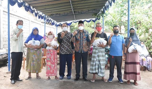 KPP Pratama Mataram Timur Berikan Bantuan  Sembako di Tanjung | Suara Bumigora