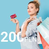 Dziewczyna idąca na zakupy z kartą kredytową Banku Millennium