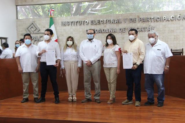 Ramírez Marín, inscribe su candidatura por Mérida con el PRI-PRD