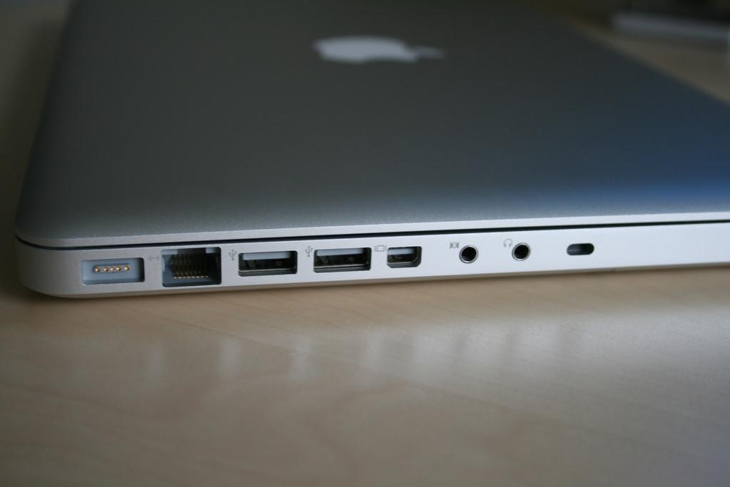 Port dalam sebuah laptop