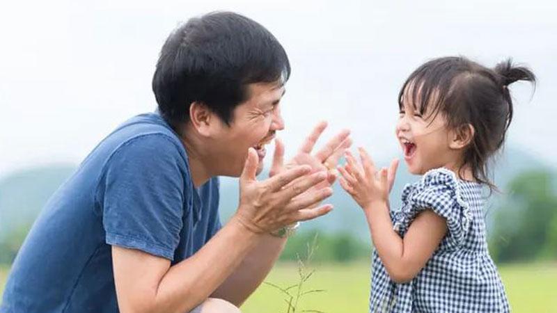 Alasan Mengapa Ayah Terkesan Lebih Sayang pada Anak Perempuan?