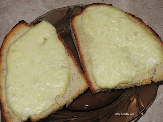 Felii de paine cu cascaval la cuptor reteta,