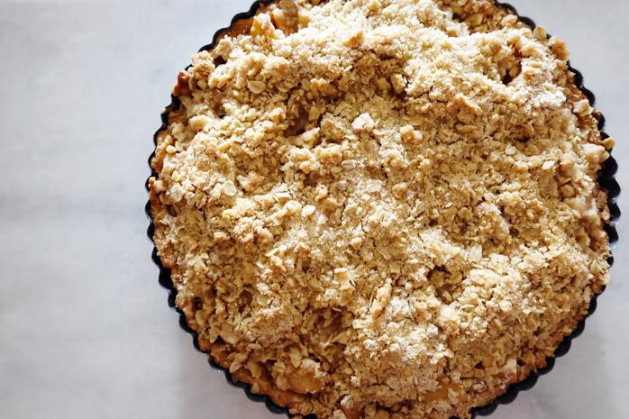 baked apple crumble tart