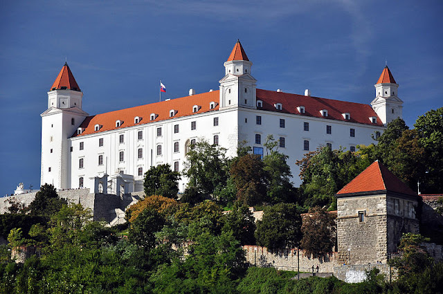 Bratislava Castle's history dates back more than 1,000 years! Actually, the site upon which it stands, has a history that dates even further—to the 4th millennium B.C. Photo: WikiMedia.org.