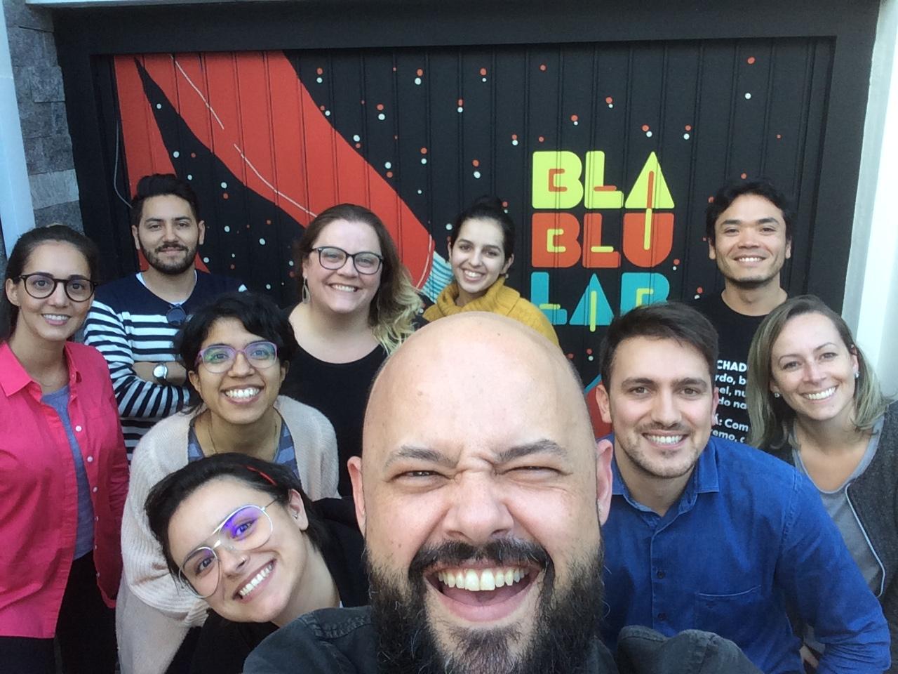 Foto em estilo Selfie com os 9 participantes e mais o Tulio Filho em destaque.