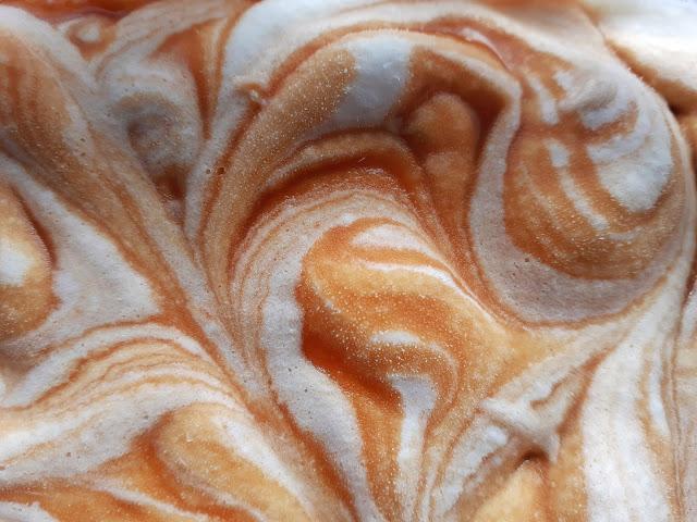 gelado caseiro de caramelo caseiro e nata