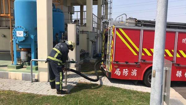 水情持續告急 彰化縣消防局取用再生水供救災水源