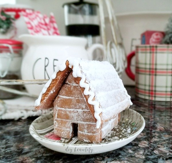 mini gingerbread house