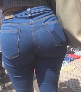 Bonita morena pantalon apretado