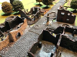 German rifle gruppe hide in the ruins of buildings