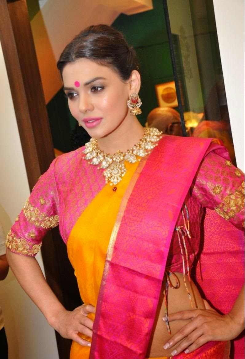 Sara Loren at Vedaa Store Launch