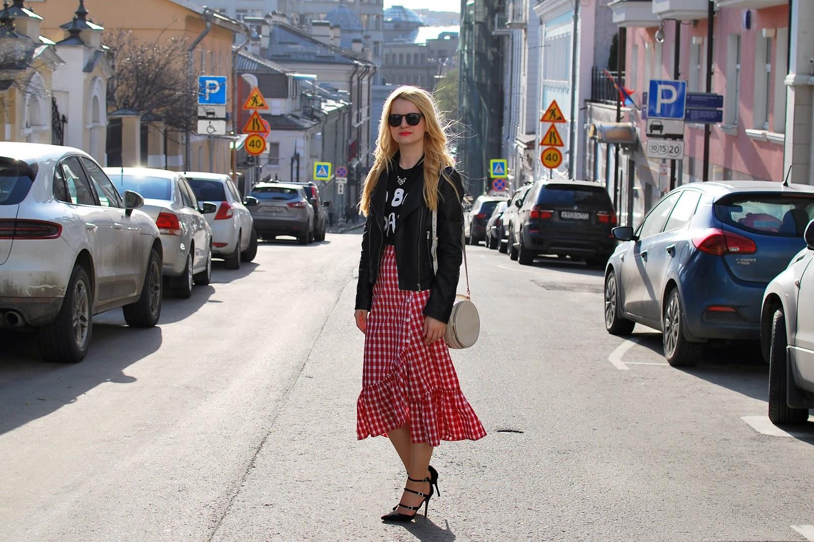 plaid skirt outfit, что надеть с юбкой миди, уличная мода 2017, модные блоггеры