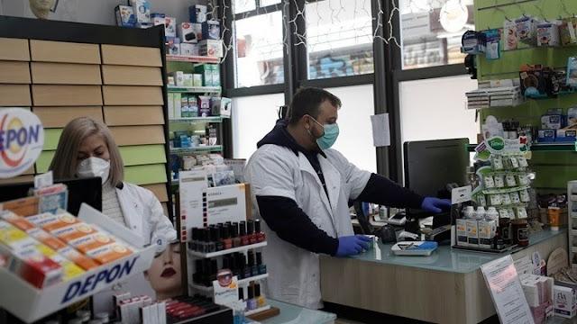 Βιταμίνες και συμπληρώματα γίνονται ανάρπαστα στα φαρμακεία