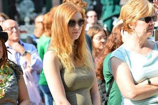 الآلاف فى هولندا يحتفلون بمهرجان اليوم العالمي للشعر الاحمر والاورنج