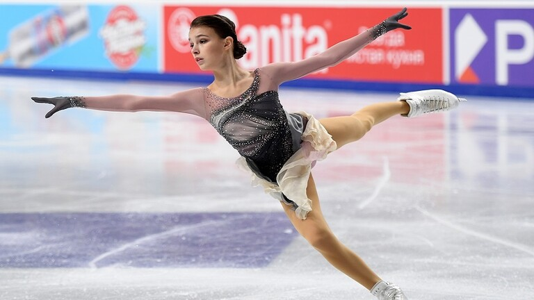 Sherpakova continues to dominate the Russian Figure Skating Championships (video)