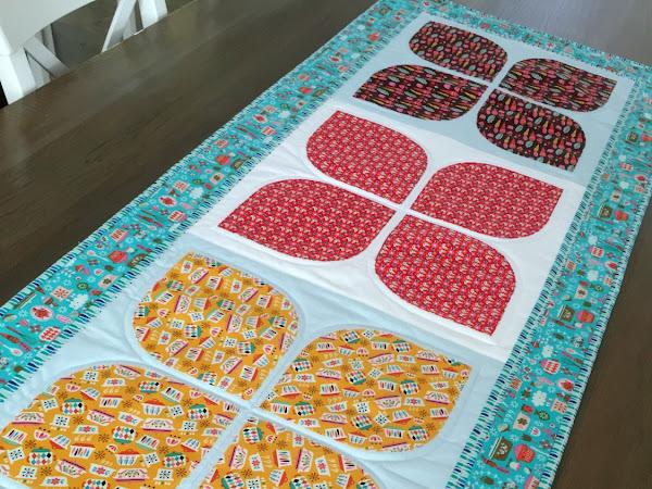 Vintage Petal Table Runner {Pattern}