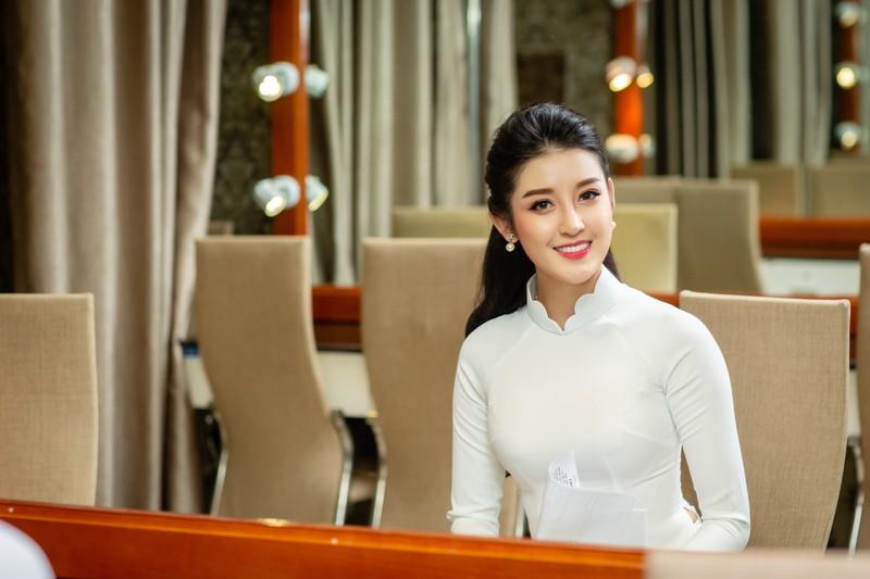 Huyền My đẹp dịu dàng trong trang phục áo dài trắng-ảnh 9