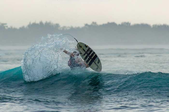 Surfing di Gili Trawangan Lombok