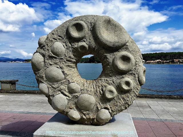 Escultura no passeio marítimo