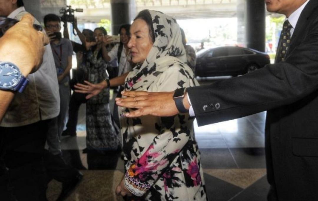 Rosmah Lari dari wartawan