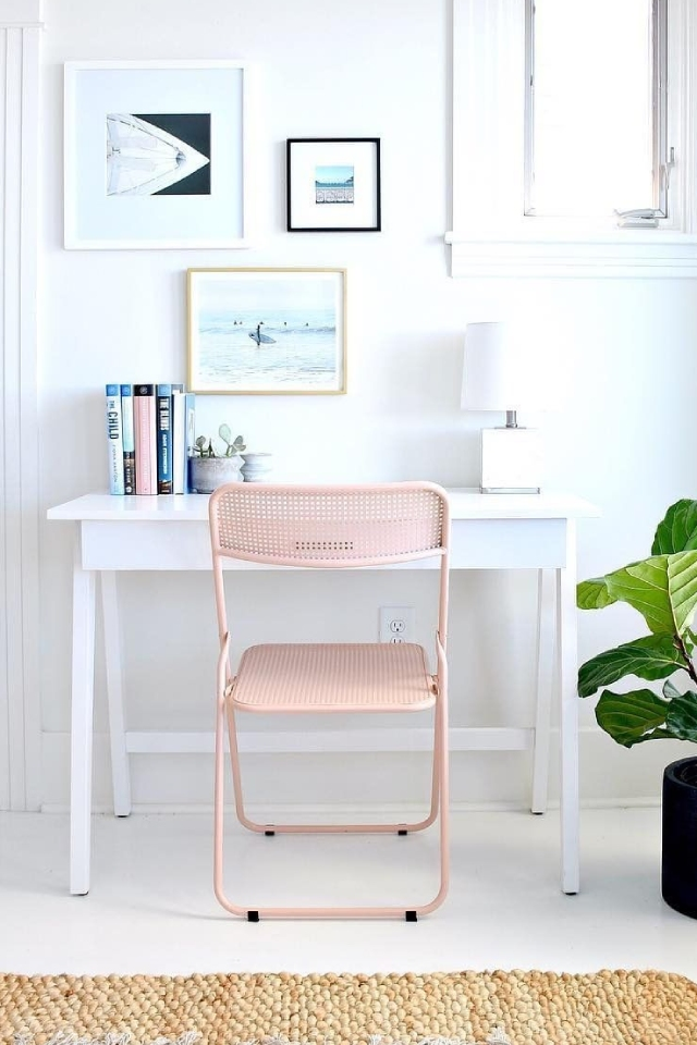 How do you arrange an elegant corner to work at home?