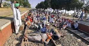कृषी कायद्यांविरोधात पंजाबमधील शेतकरी आंदोलनं सुरुच, ४१ रेल्वेगाड्या रद्द