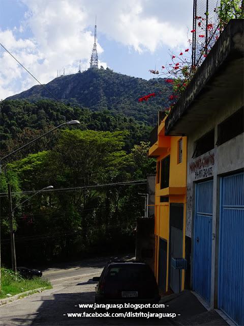 Pico do Jaraguá visto a partir da rua Belém de Maria
