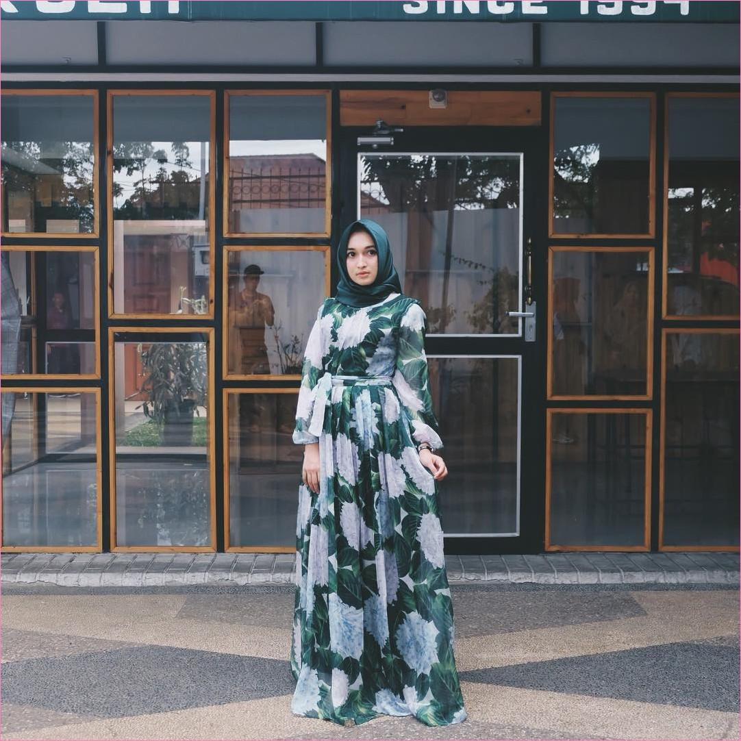 Outfit Baju Gamis Berhijab Ala Selebgram 2018 gamis abaya hijau tua segiempat hijab square satin high heels wedges loafers and slip ons ciput rajut trendy terbaru 2018 ootd outfit selebgram jam tangan