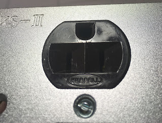 Hubbell US AC wall plate socket Hubbell%2B3