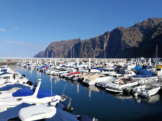 Der Hafen von Los Gigantes