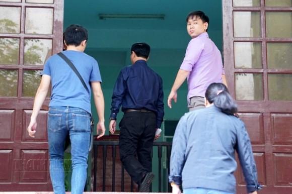Tòa án xét xử Nguyễn Hữu Linh tội dâm ô 7