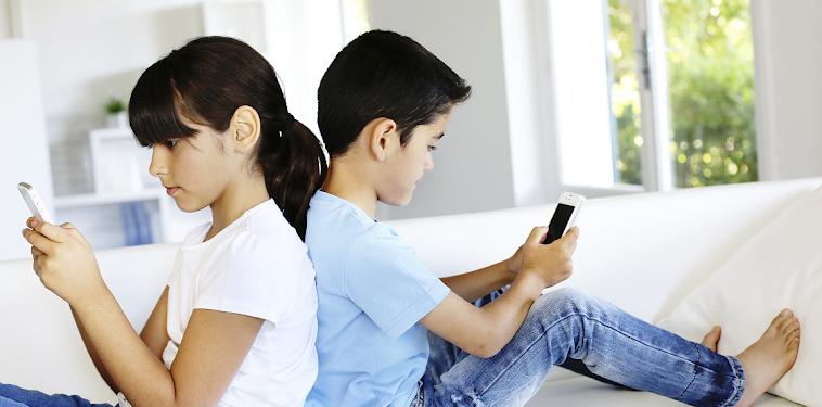 12 Tahun, Usia Anak Boleh Punya Ponsel
