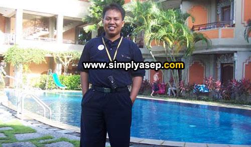 SANTAI :  Ini saya saat stay di salah satu hotel ternama di kawasan Denpasar Bali di tahun 2007.  Ada yang tahu nama hotel ini?  Foto dokumentasi IALF Bali