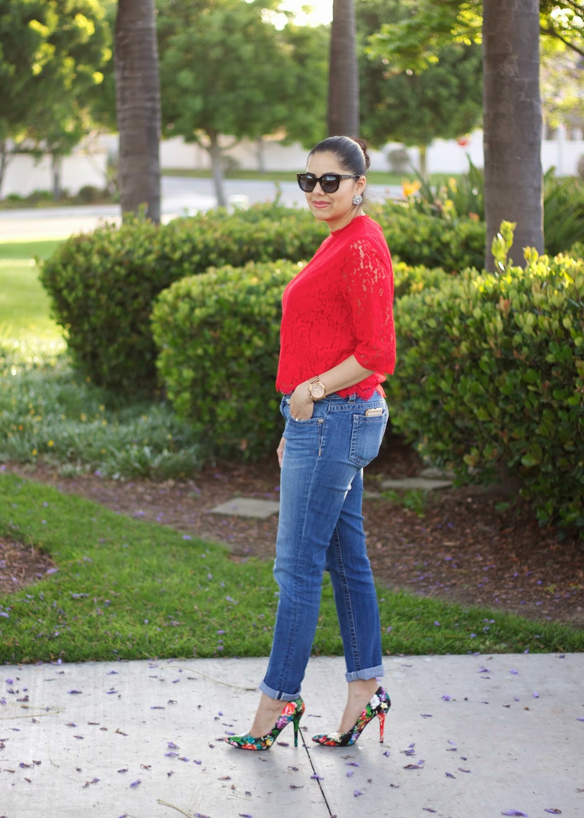 Red lace Outfit, How to wear floral heels, how to wear red lace, casual yet dressed up jeans