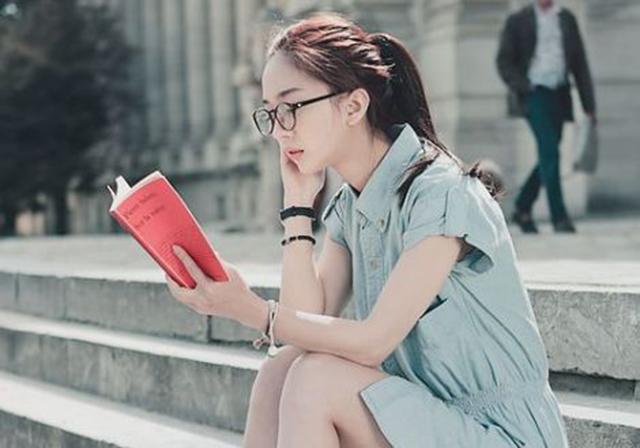 6-sebab-kenapa-lelaki-mudah-tertarik-dengan-perempuan-nerd-2
