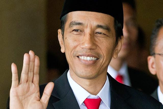 Jokowi: Penunjukan Iwan Bule Bukan Usulan Saya. Warganet: Mungkin Diusulkan oleh Alien!