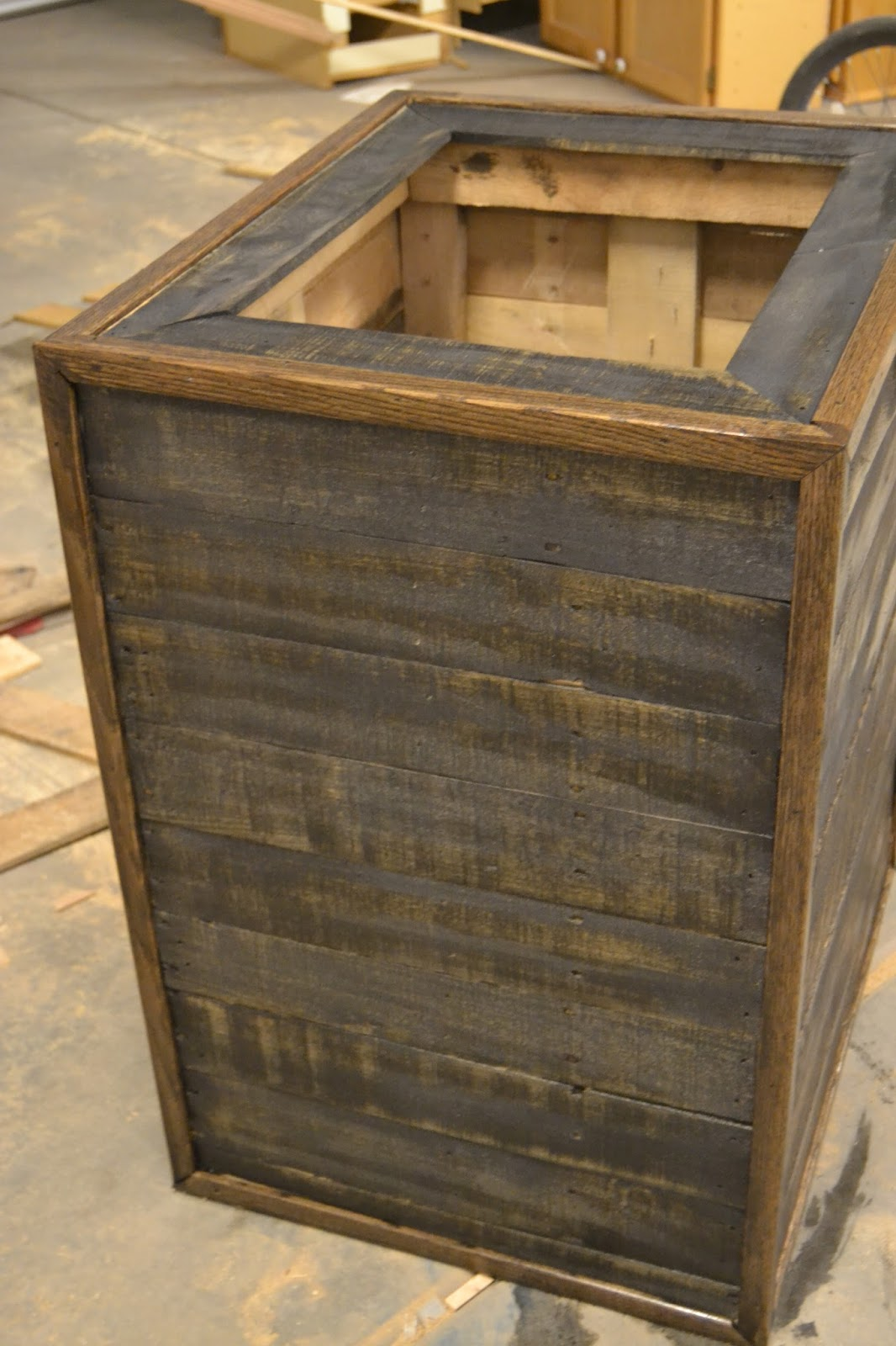 Diy massive planter boxes made from pallets lou lou girls for How to make a planter box out of pallets