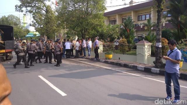 Bom Bunuh Diri di Polrestabes Medan, Warga: Bunyi Ledakan Sangat Keras