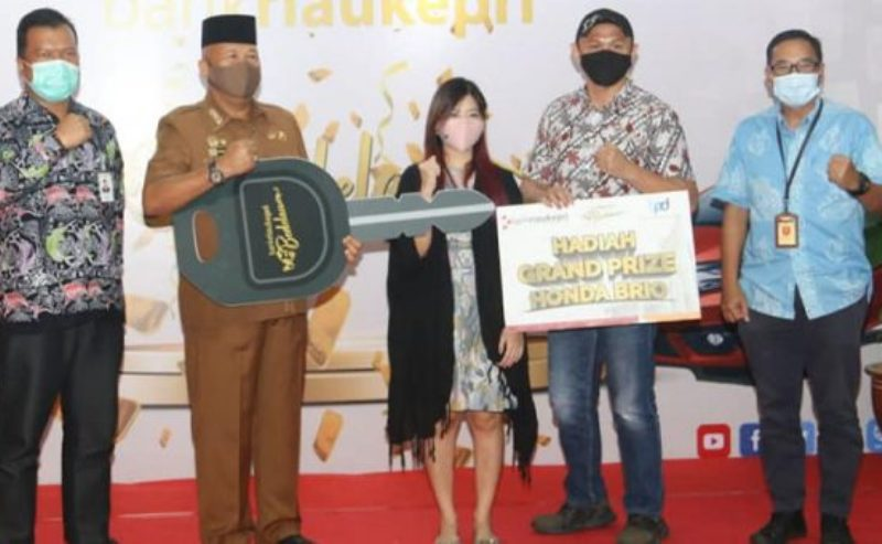 Pjs Walikota Batam Serahkan Hadiah Utama Undian Bank Riau Kepri