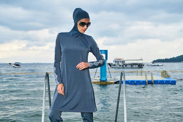 スポーツや水泳用ヒジャブを被る裕福なムスリマ