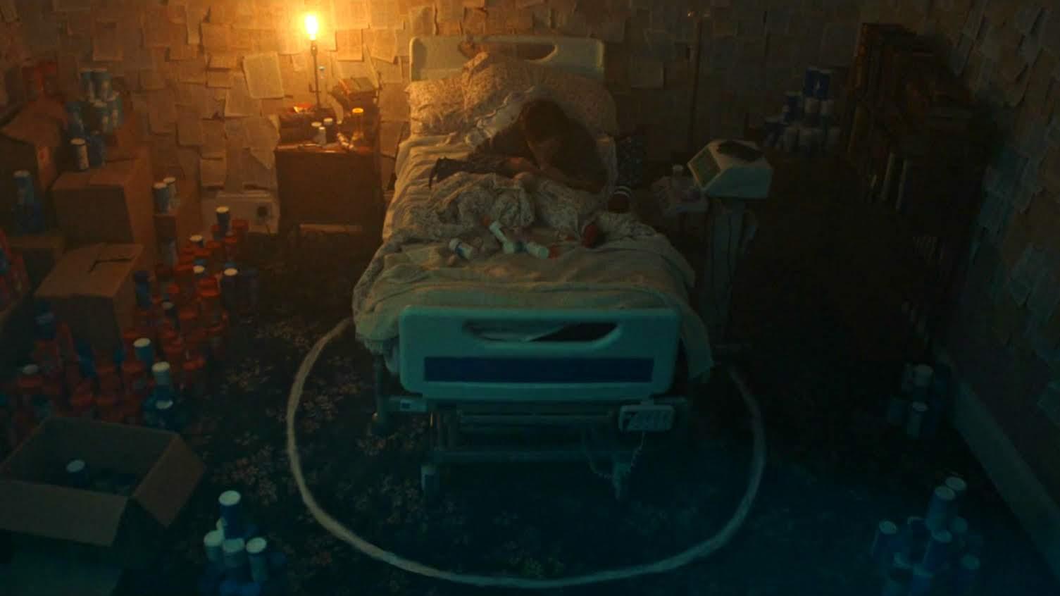 Salt : 魔除けの塩の輪で封じ込めろ ! !、病んだ娘を守る母の決死の行動を、わずか約2分の電光石火で描いたショート・ホラーの傑作「ソルト」を観逃がさないで下さい ! !